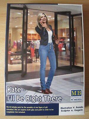 Frau Kate stehend in 1:24 *NEU*  Plastikbausatz ideal f. Auto Diorama