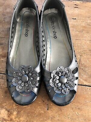 Ladies pewter shoes size 5