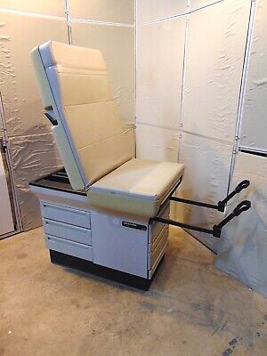 Midmark 404 Exam Table With Stirups - In Good Working Condition S4604