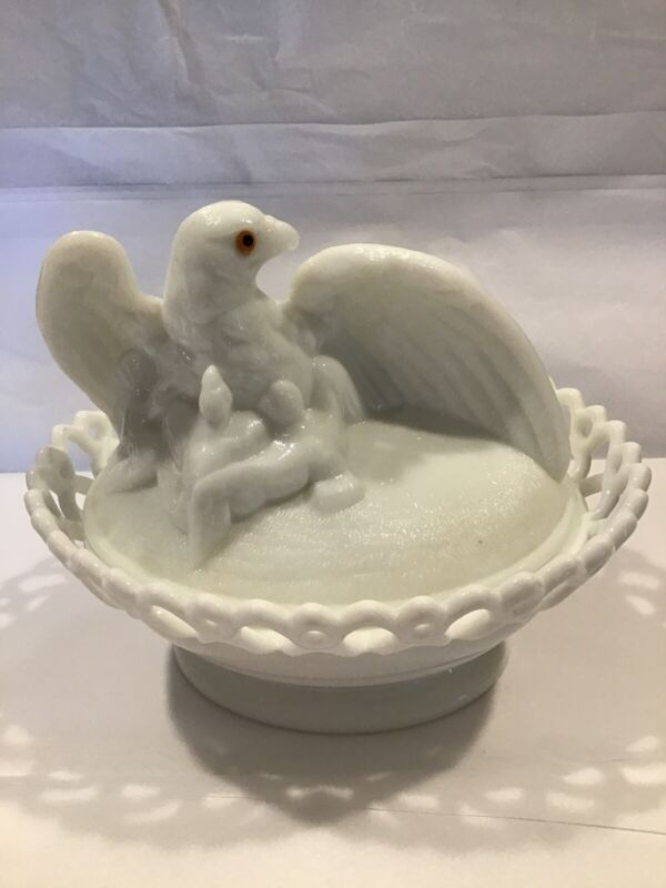 """Westmoreland Milk Glass Eagle On Dancing Sailor Lacy Base 8""""l Covered Dish"""