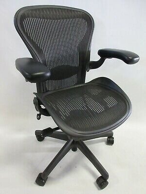 Herman Miller Aeron Chair - Size A Small In Excellent Condition Graphiteblack