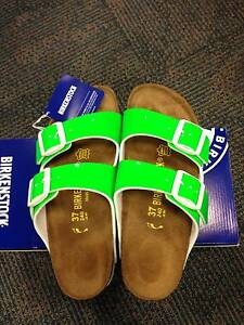NEW Birkenstock Womens Arizona Sandals Patent SIZE 7 / 37 Narrow Figtree Wollongong Area Preview