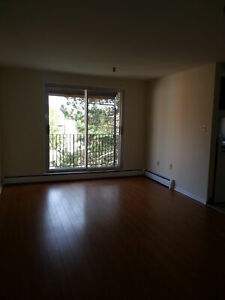 2 BEDROOM APT. ON DARTMOUTH WATERFRONT AVAIL. APRIL 1ST