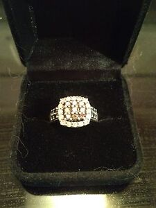 Diamond ring. 3 different Colors of diamonds.
