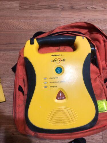 Defibtech Lifeline AED - Semi-Auto DDU-100B Defib case/batteries/pad/oxygen kit