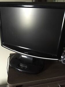 28inch tv with built in DVD player & iPod dock