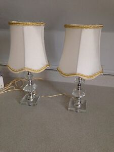 2 Cute Vintage Bedside Table Lamps