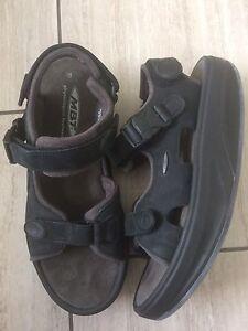 Men's Kisumu MBT sandals sz 9