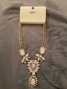 Gold Metal Pink Stone Statement Necklace – Brand New Wollongong Wollongong Area Preview
