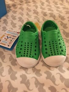 Native shoes child size 4- NWT