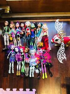 14 Monster High and Every After High Dolls & House