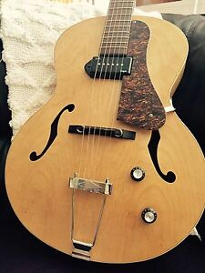 Godin 5th Ave, With hard Case and P90