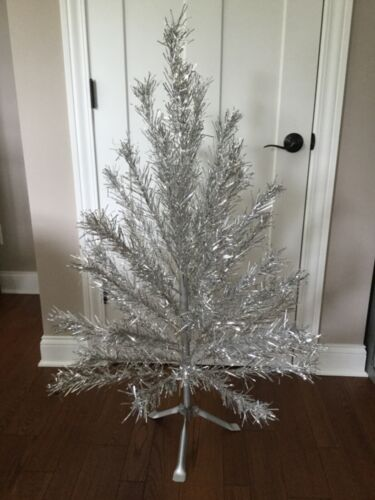 Vintage Sparkler 4Ft. Aluminum Christmas Tree w/Stand W995 Mid Century NICE!