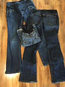 Maternity jeans- 3 pairs sm/med