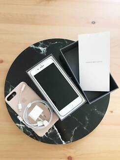 BRAND NEW Silver iPhone 8 Plus 64GB less than a month old!