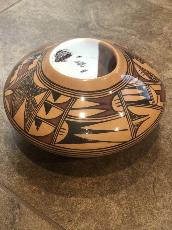 AYESSLITH POTTERY  Pot  Signed HOPI Native American
