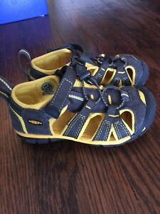 Keen size 9 shoes