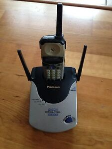 Panasonic 2.4GHz KX-TG2550CS cordless phone