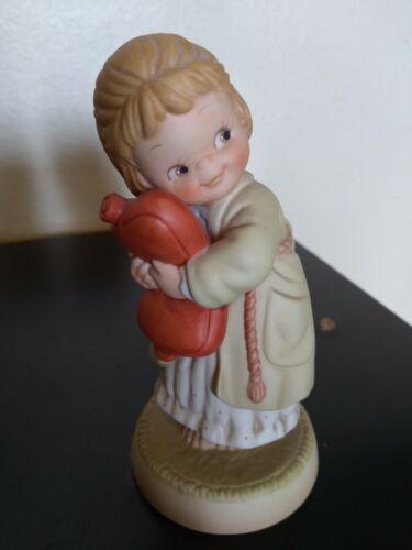 """1990 Enesco Memories of yesterday 524832 """"We all loves a cuddle"""" Figurine"""