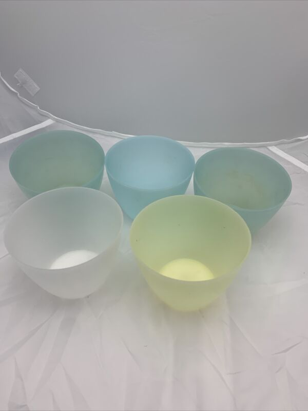 VINTAGE TUPPERWARE SNACK BOWLS **NO LIDS - SET OF 5 **FREE SHIPPING