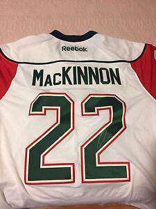 NATHAN Mackinnon autograph jersey