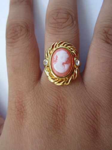 Vintage Cameo Gold Tone Avon Ring