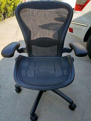 Herman Miller Aeron Chair Medium Size B Fully Adjustable Lumbar. Perfect 9.510