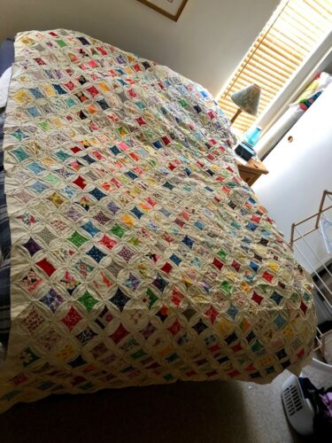 Cathedral Window Vintage Full Size Quilt 1940s or 1950s. Great Condition !