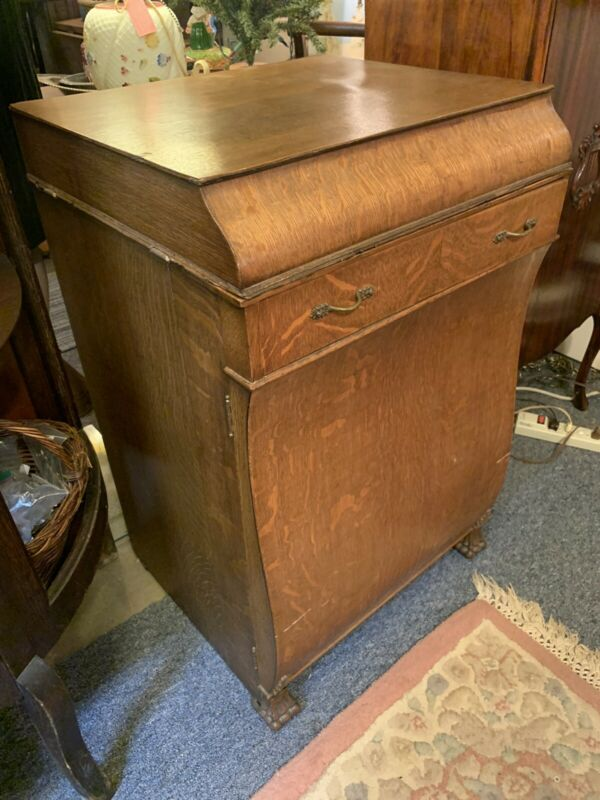 Outstanding Antique Sewing Machine w/ Treadle Parlor Cabinet Quartersawn Oak
