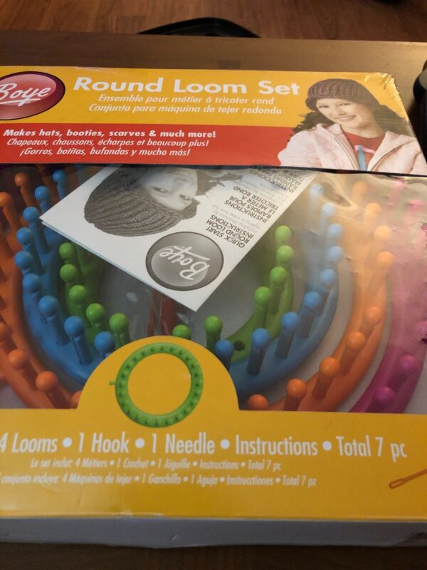 Boredom Buster - Lot 4 Looms Boye Round Loom Set Make Hats Booties Scarves 256