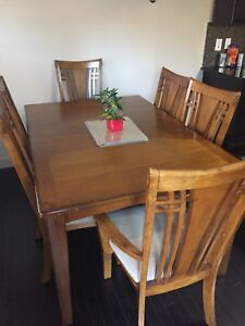 Selling Solid Wood Dining Table