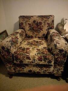 2 Club lounge chairs in good condition