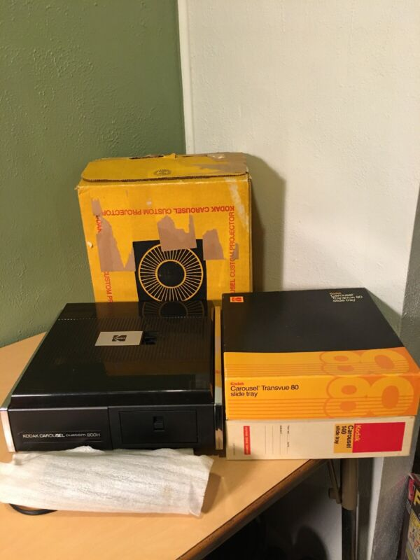 Vintage Kodak 800H Carousel Slide Projector with 2 Carousels & Remote Control