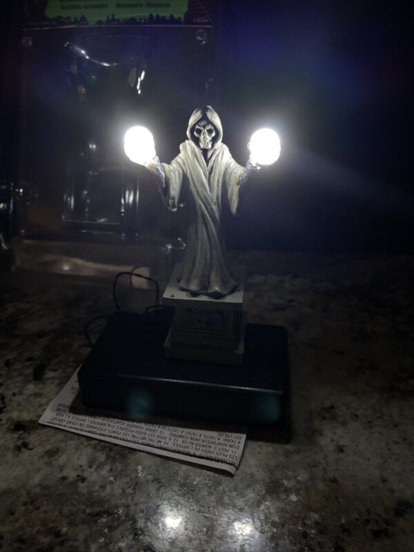 Lemax Spooky TownLIGHTED Illuminated Grim Reaper Skulls Halloween Village NEW
