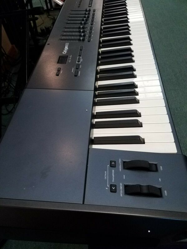 M-AUDIO OXYGEN 88 MIDI Keyboard Contoller With Weighted keys