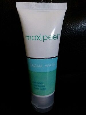 - Maxi peel Facial Wash Deep Cleansing Anti Bacterial with Vitamin-Enriched 25g,