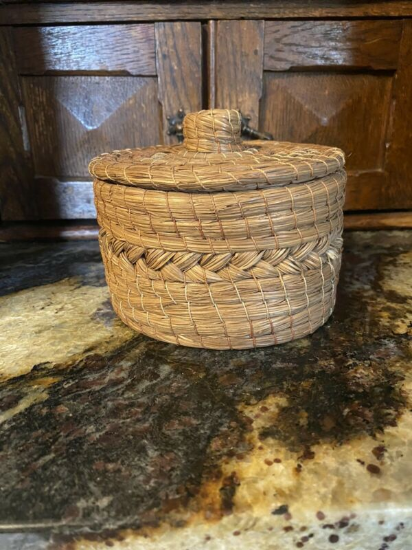 Native American Vintage Small Round Pine Needle Basket With Lid