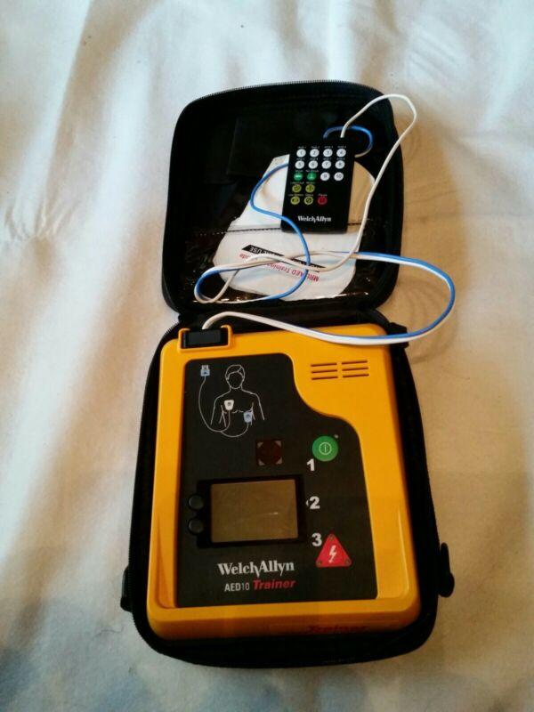Welch Allyn AED10 AED Defibrillator Trainer Unit in Bag w/remote