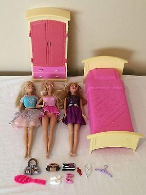 Barbie Dollhouse Lot Bedroom Furniture Bed Dresser Dolls Clothing Accessories