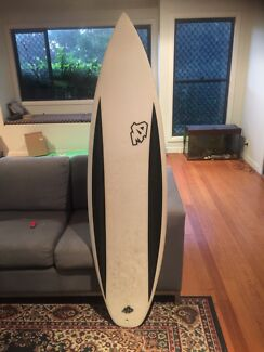 "5'10"" Surfboard for sale in very good condition"