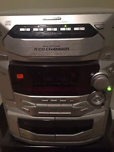 Panasonic 5 disc CD player with stand