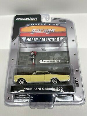 Greenlight Muscle Car Garage Hobby Collection 1966 Ford Galaxie 500 Light -