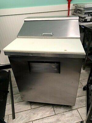 True Tssu-27-8 Commercial Refrigerator