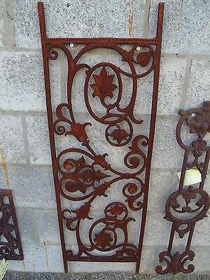 plaque a suspendre , fronton , décoration en fonte avoir !! balcon garde-fous