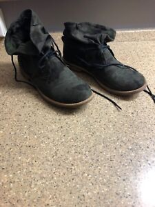 Gently Worn Shoes - 6.5