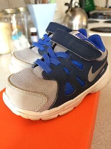 Toddler Size 7 Nike shoes