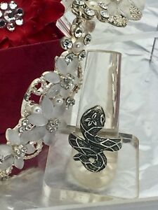 Silver coloured Celtic snake with leaf ring size 10