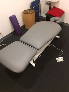 Firm n Fold Electric Lift Massage or MYOTHERAPIST Table Watsonia North Banyule Area Preview