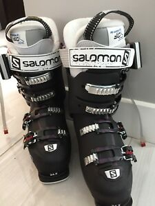 Woman's Alpine ski boots with SmartPack for warm feet - New!