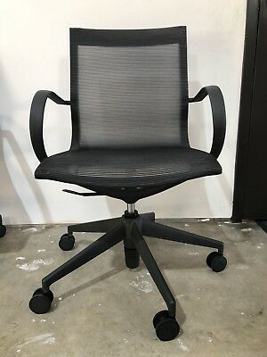 Curva Nylon Mid Back Mesh Chair Desk Idesk Modern Executive Conference Chair